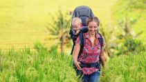 Porte bébé dorsal – Est-ce une bonne idée ?